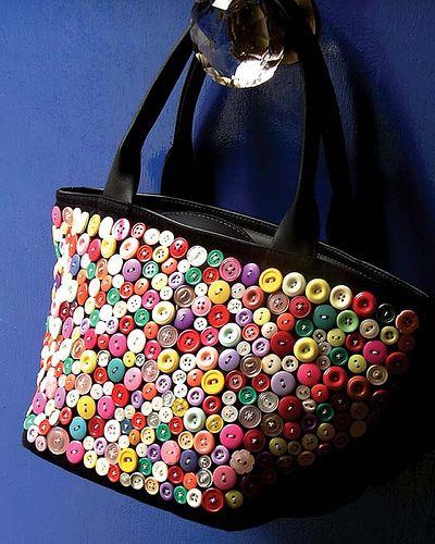 http://artesanatos-bordados.blogspot.com.br/2012/05/artesanato-com-botoes.html