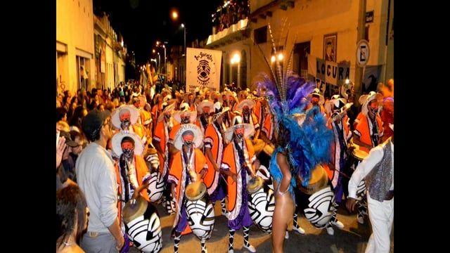 Gris Montevideo.  Una crónica del Desfile de Llamadas 2014 realizada por Poor Man Ray productions. Idea, textos, fotografías y edición de Walter Raymond para Mecenas XXI cultura iberoamericana contemporánea. http://www.mecenasxxi.com.ar/index.html  http://poormanray.wordpress.com/ erreenevision@gmail.com