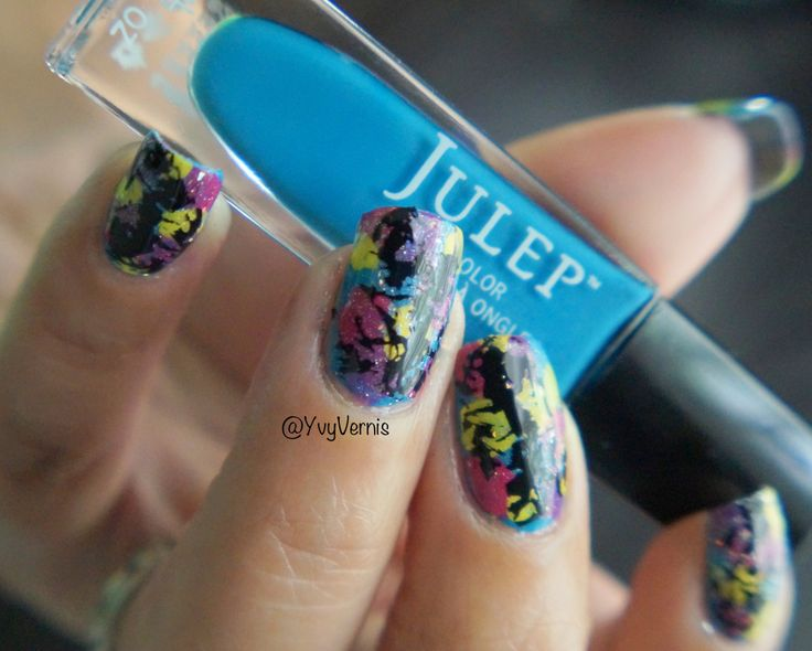 So I wanted to do a Splatter Paint Mani without all the mess, it always seemed impossible. Even with the latex barrier I would still get polish on my fingers somewhere. I was so happy when I saw th…