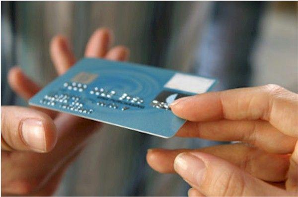 Carta di credito rateale  La carta di credito rateale o carta di credito revolving non è altro che una normale carta di credito la quale consente di pagare a rate il saldo dell'estratto conto mensile.