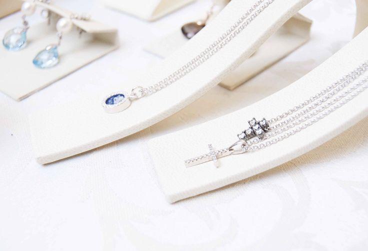 Colgantes mini para novia en plata y circonitas. Marina García Joyas | Bridal necklaces