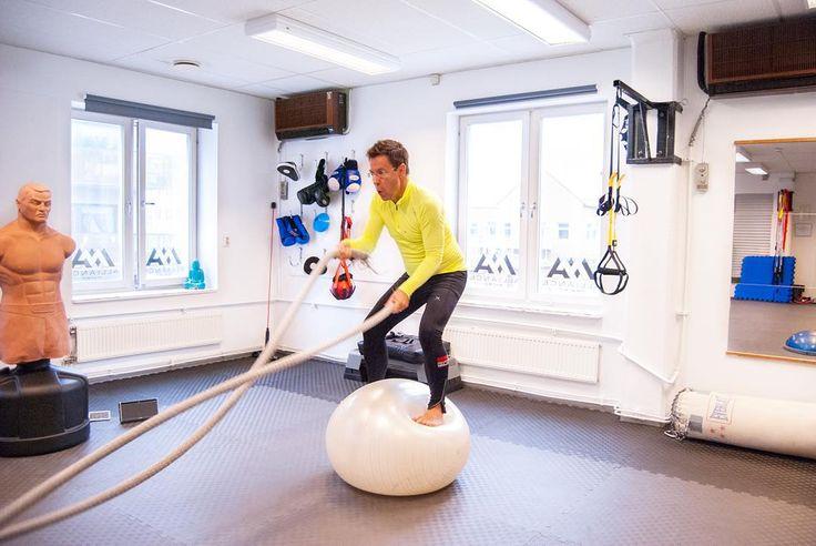 Can you do it?  - Kroppskontroll funktionell styrka och balans! En perfekt kombination för en smidigare kropp  - Jag slutar aldrig att fascineras av mins klienters framgångar  by fightstudio