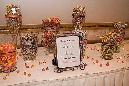 How to Save Money on Containers for Your Cheap Wedding Candy Buffet thumbnail