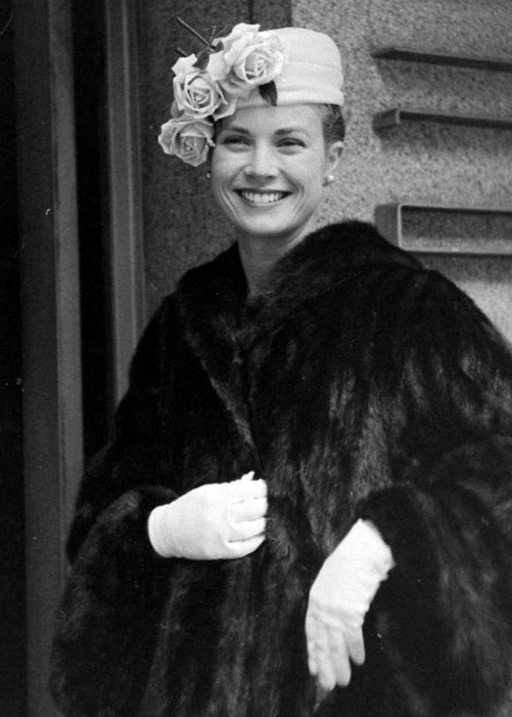 soyons-suave: La question suave du jour : Grace Kelly avait-elle une tête à chapeaux ?