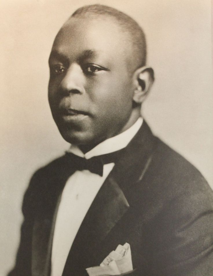 Johnny Dodds was one of the most famous clarinet players of the early blues movement. He played often with Jimmie Blythe's Washboard Band and many others.