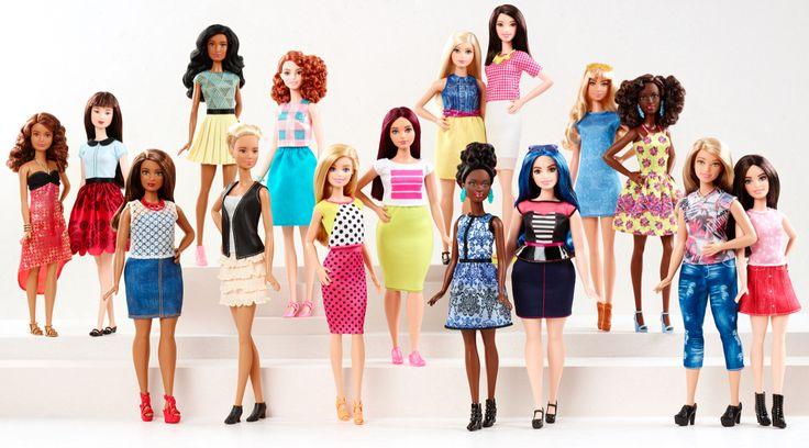 """Güzellik ideallerinin değişmez yüzü Barbie'nin """"orijinal"""" vücut ölçülerine yenileri eklendi. Fashionistas serisiyle gelen """"kıvrımlı,  """"uzun"""" ve """"minyon"""" vücut tipleri neye işaret ediyor?"""
