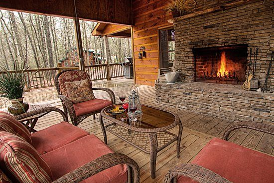 Tucked away in the Aska Adventure Area, this cabin is surrounded by the beauty of nature and wildlife. The Blue Ridge cabin rental is close to mountain activities plus the shops, antique stores, galleries, and restaurants ...
