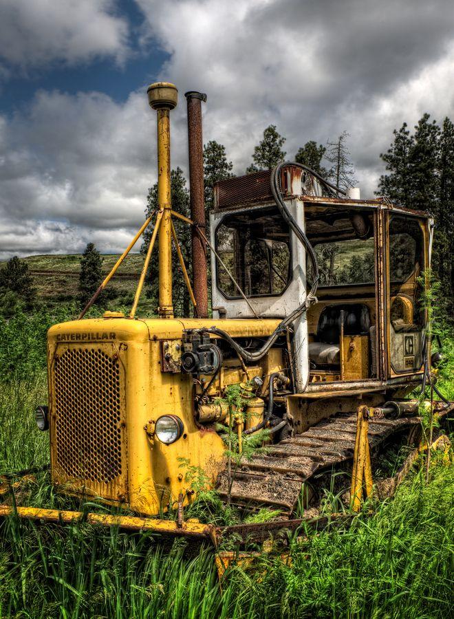 Old tractor near Colfax Washington. #caterpillar