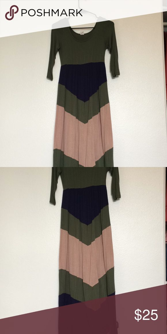 Super cute maxi chevron dress!! Lovely dress! Olive, Navy and tan! Size small! I got it from The Modest Poppy! Feel free to offer! Lmk if you have any questions! The Modest Poppy Dresses Maxi