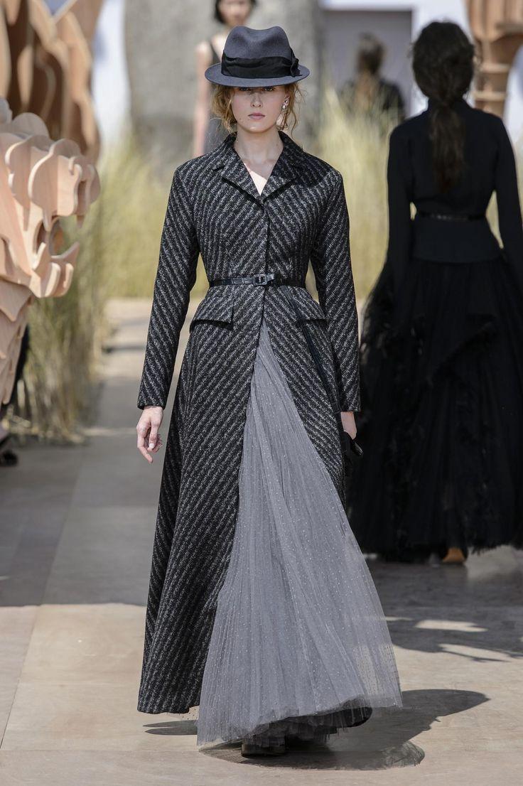 Christian Dior haute couture : le tour du monde en un défilé -...