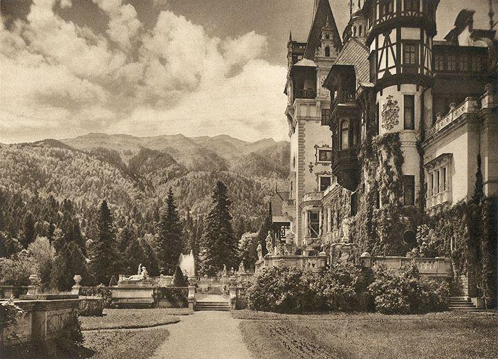 Sinaia - The Royal Castle  /  Castelul Regal.   KURT HIELSCHER  RUMÄNIEN  LANDSCHAFT - BAUTEN - VOLKSLEBEN  MIT VORWORT VON  OCTAVIAN GOGA  F. A. Brockhaus, Leipzig, 1938
