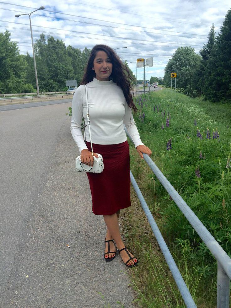 Summer vibe☘☘🌴🌴🌱🌱. zara: golf-bag Hm: sandal & pencil skirt Ginatricot: high neck