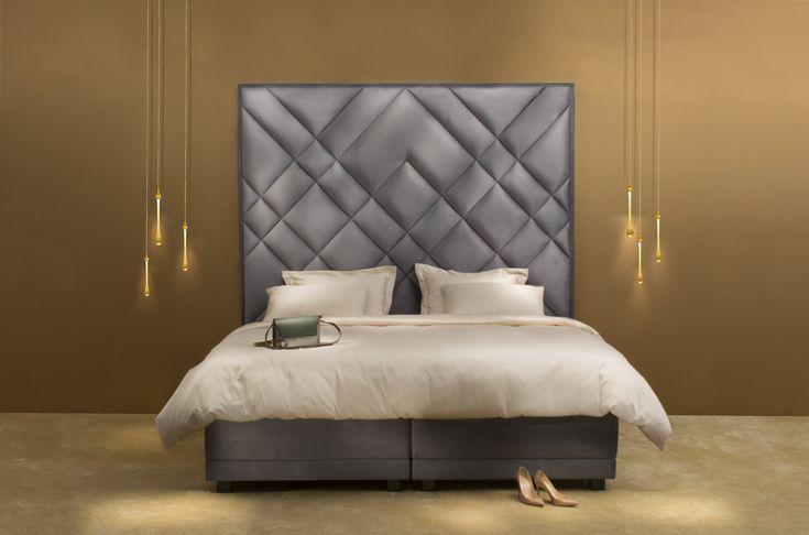Big headboard, luxurious boxspring bed #boxspringbed #bed #bigheadboard #headboard #squareheadboard #bedroom #beautifulbed