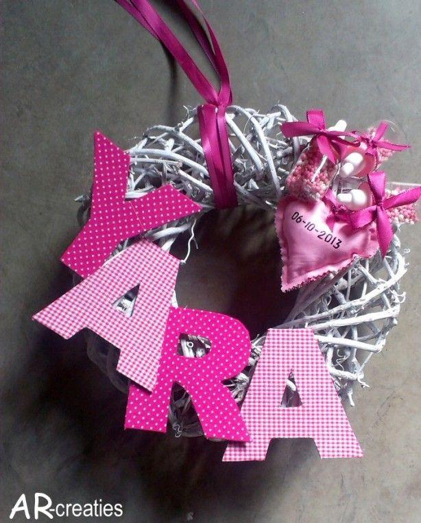 Super lieve vrolijke geboortekrans voor een meisje!
