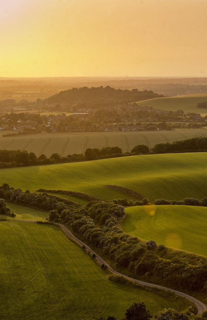 Dunstable Downs (by kubrick_kb) - Lovely view of the rolling countryside.