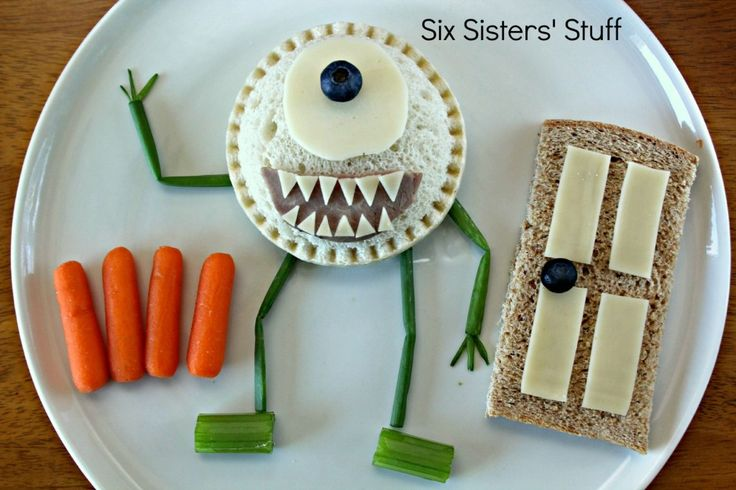 Smuckers Uncrustables - Create fun-to-eat scenes with Disney and Smuckers!