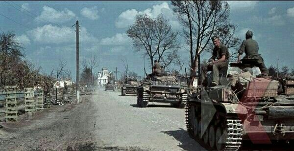 German Panzer III, Operation Barbarossa, 1st Battery, 75th Panzer Artillery Regt. 3rd Panzer Division, Beresina, August 1941 - pin by Paolo Marzioli