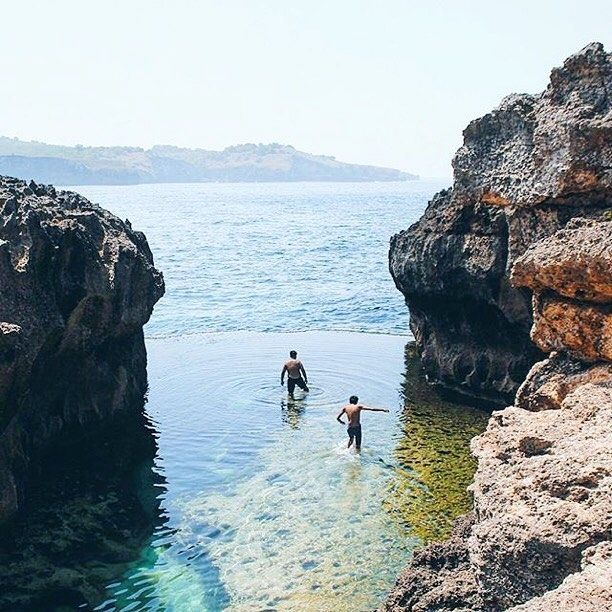 This enchanting shots taken by #baliislandphotog @ditaadinugraha taken at Angel's Billabongnusa Penida Island   ------------------------------------ #bali #baliisland #explorebali #jelajahbali #awesomeplace #awesomeplaces #photography #baliphotography #baliphotographer #photooftheday #fotograferbali