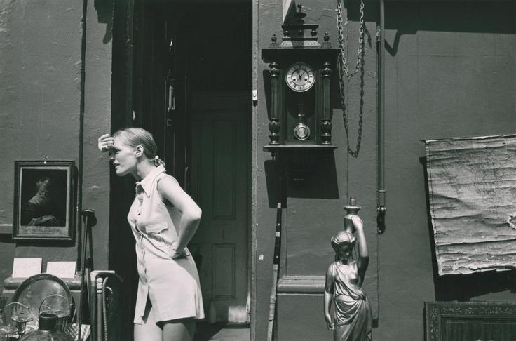 London: Portobello Road flea market ] - Ronald Reis c. 1969