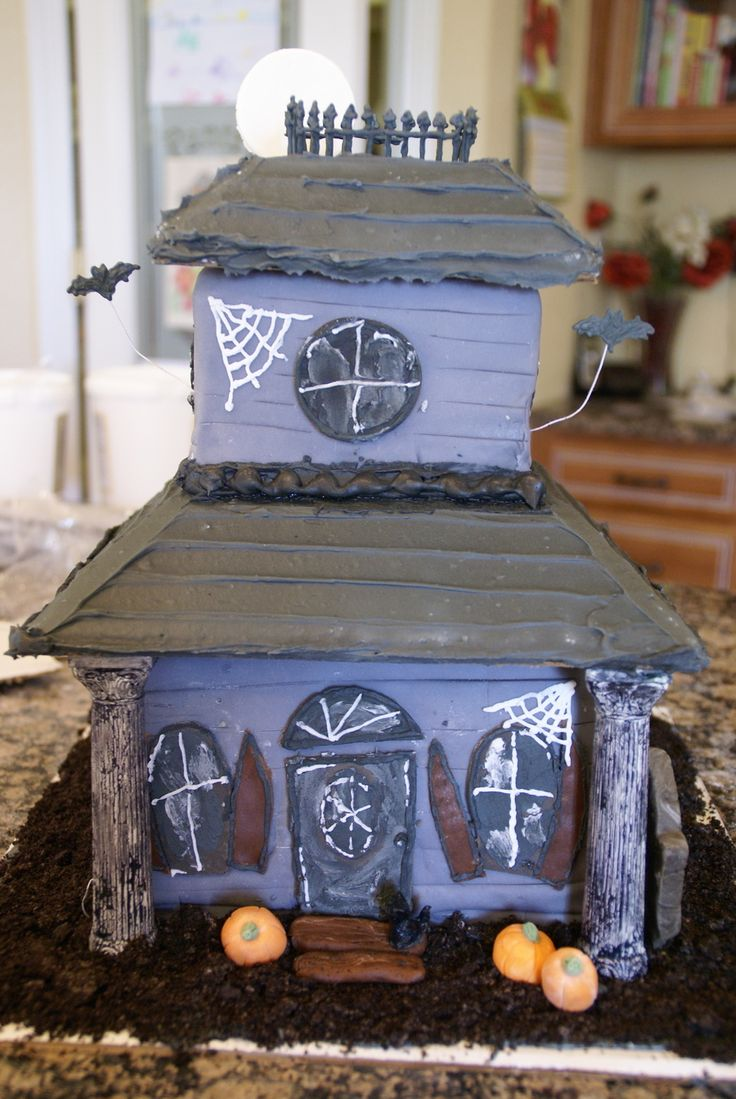Haunted House Haunted House This cake was my first cake disaster (many more to come, I'm sure)! First tiered cake attempt. Did not chill long enough... #featured-cakes #halloween #haunted-house #cakecentral
