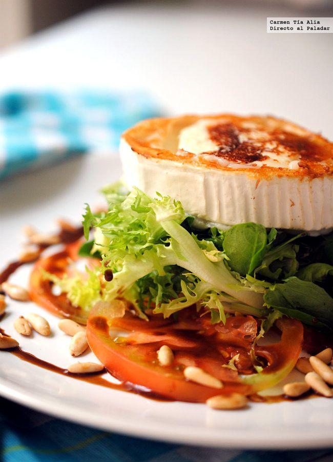 Ensalada de queso de cabra y piñones con miel y mostaza. Receta fácil y resultona