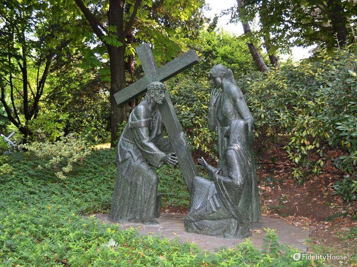 Dai racconti dei Vangeli le donne fanno sempre bella figura: non si allontanano mai da Gesù.