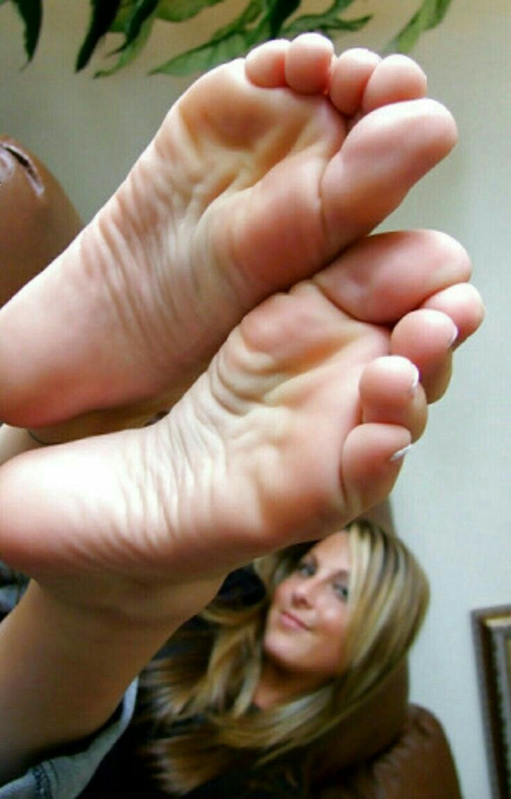 Sexy long toes