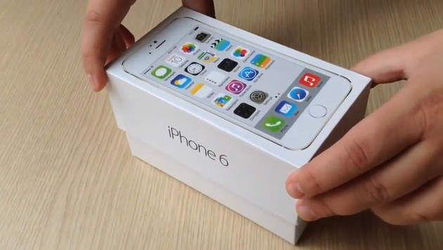 De beleving van het slomotion open gaan van het doosje van een iPhone (6) is mede ontworpen door een social designer. Het gaat hier om de ervaring.
