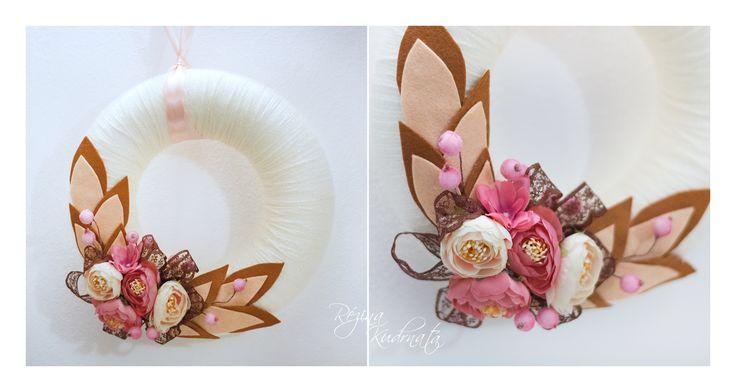 Flowers wreath with yarn, květinový věnec s přízí