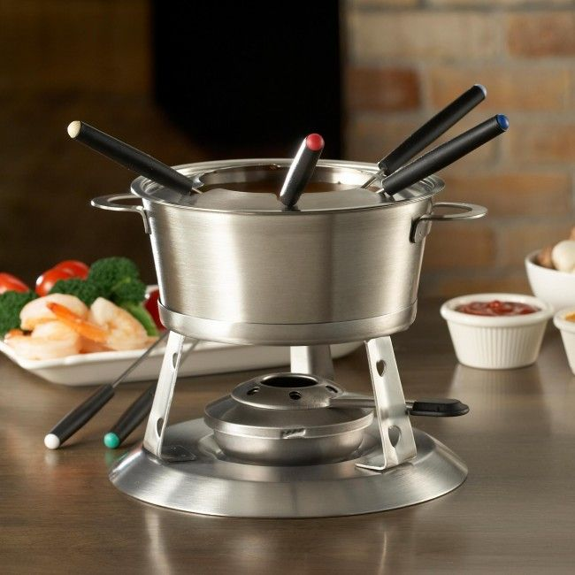 Prepare your favourite fondue recipes while having fun with guests around this 3-in-one fondue set from Trudeau Maison. Complete with stainless steel pot, stoneware double boiler insert and six stainless steel forks with colour-coded tips, it's perfect for cooking up a delicious fondue party for friends and family.