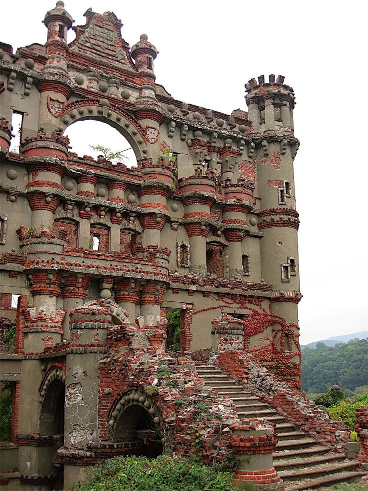 Bannerman's castle, Abandoned military surplus warehouse, Pollepel Island, Hudson River, New York, USA. From Artificial Owl.