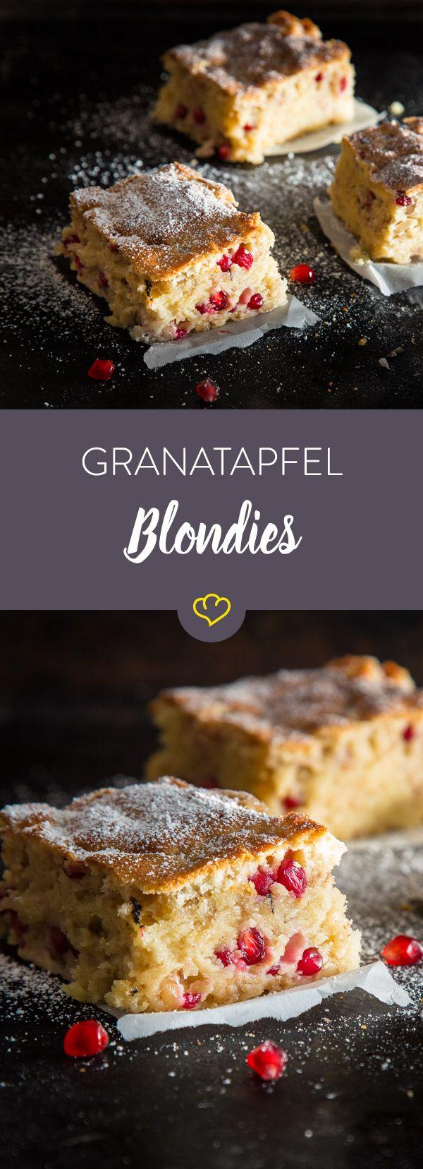 Du solltest öfters mit weißer Schokolade backen. Diese saftigen Blondies mit Mandeln, Macadamianüssen und Granatapfelkernen beweisen dir auch, warum.