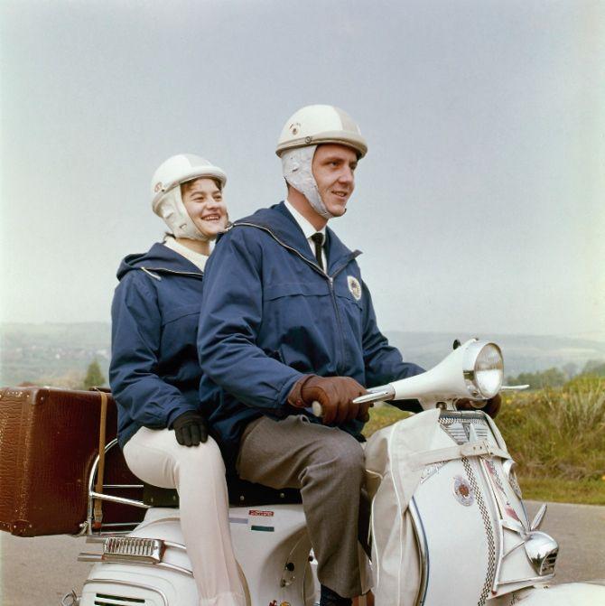 Achterop de scooter (jaren 50)