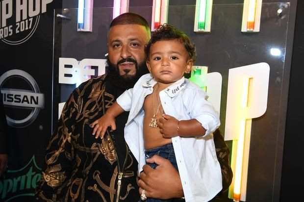 """DJ Khaled Shares Heartfelt Message To His Son In """"Father Of Asahd"""" Promo Clip DJ Khaled narrates a heartfelt message to his son in the latest promo clip for """"Father Of Asahd.""""https://www.hotnewhiphop.com/dj-khaled-shares-heartfe... http://drwong.live/article/dj-khaled-shares-heartfelt-message-to-his-son-in-father-of-asahd-promo-clip-news-45190-html/"""