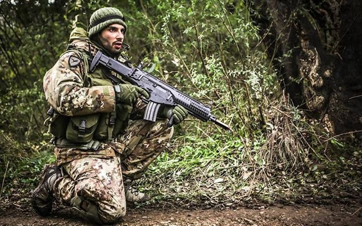 Italian Army paratrooper from the Folgore Parachute Brigade armed with his ARX-160 assault rifle.