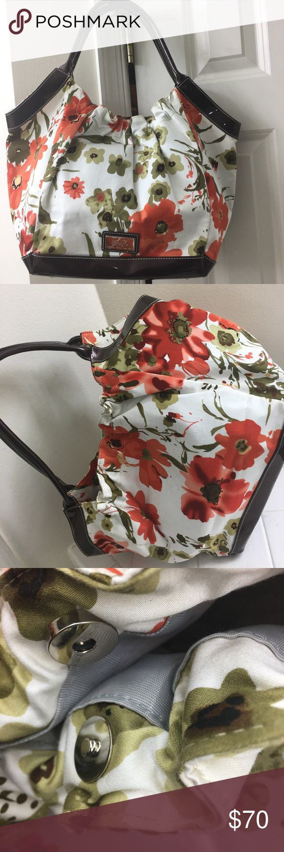 "Beijo bag Adorable bag Offering features like: - a magnetic closure -cell phone and intérieur pouch pocket -interior is light grey In very good condition 15.5"" L x 12 "" H x 7 W Beijo Bags Hobos"