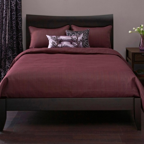 wine color bedroom wine colored bedding bedroom ideas 13871