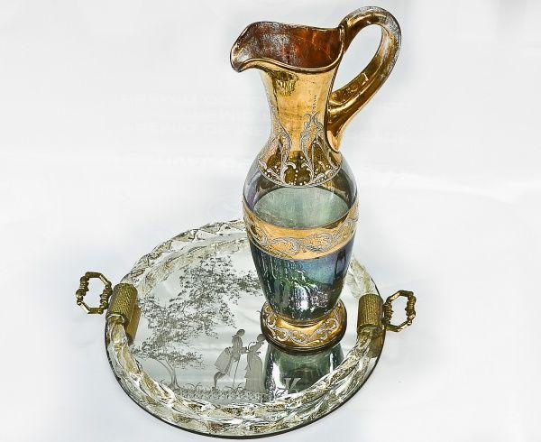 Ânfora Vidro Carnival, pintura em relevo com detalhes em ouro. 34 x 15 cm. Bandeja com espelho vene