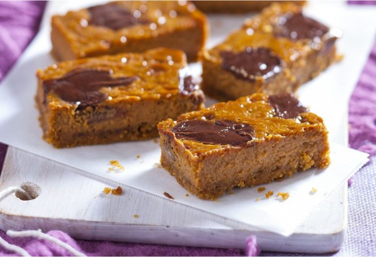 A ooey-gooey slice of chocolate and caramel. Best of all, it only has 5 ingredients and is ready in an hour.