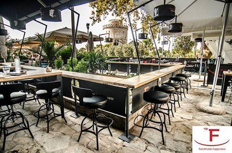 Απολαύστε το κοκτέιλ της επιλογής σας με θέα τον Λευκό Πύργο…  Alpino – Prosecco Rosa – Kir Royal – Apple Martini – Dry Martini – Mojito – Daquiri – Qubanita Cream – Cosmopolitan –Margarita….  #Famigliano #Handmade_Happiness #Pizza #Pasta #Burgers #Focaccia #Sweets_and_Coffee #Λευκός_Πύργος #seaview #whitetower #pizzalovers