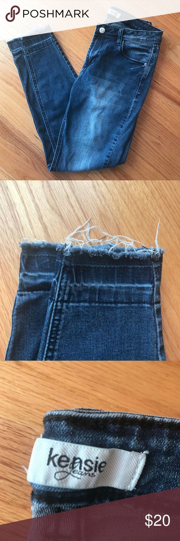 Kensie jeans size 4, distressed Raw edges at ankle. Some light distressing on legs (see pic). Skinny, some stretch. Kensie Jeans Skinny