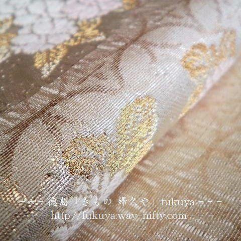 【kimono_fukuya_tokushima】さんのInstagramをピンしています。 《#袋帯 #桜 #obi #徳島 #きもの婦久や . 逸品 袋帯「白地に桜の花丸 七宝地紋 」 . 先日の袋帯の拡大写真2枚目です。 . 伝統工芸の職人技の光る、繊細な逸品物の袋帯です。 . 品よく・若い方向き . 留袖 訪問着 付下げ 色無地 等に . ◇是非、実物をご覧下さい。 . . ◇⏩facebookページ 🔍⇨ https://www.facebook.com/kimono.fukuya.tokushima ⇦「👉フォロー・いいね!・シェア👈」宜しくお願いします。 . #花丸 #七宝 #伝統工芸 #美 . ー ー ー ー ー . 【きもの 婦久や(ふくや)/ご紹介】 . ◇フォーマルからカジュアルまで着物全般・取扱っております。 . 【例】 . #結婚式お呼ばれ #披露宴 のお呼ばれ 成人式 #お宮参り #七五三 パーティー . #お茶会 #いけばな #三味線 #お琴 学校等の行事 同窓会 趣味 歌舞伎 観賞 その他の機会お着物…