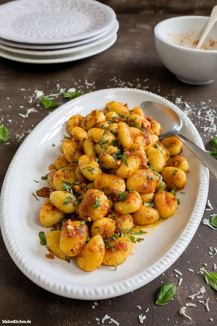 Gnocchi mit einem Pesto aus getrockneten Tomaten & Cashewkernen #gnocchi…