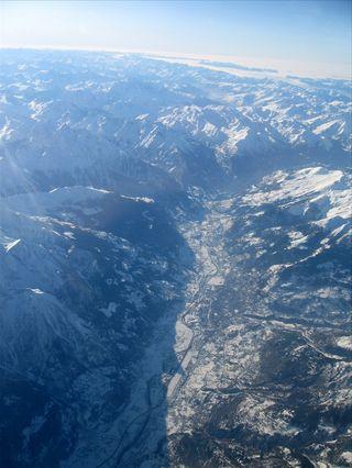 上空から見下ろすと遠くまで見えて綺麗。アルプス山脈の見所。