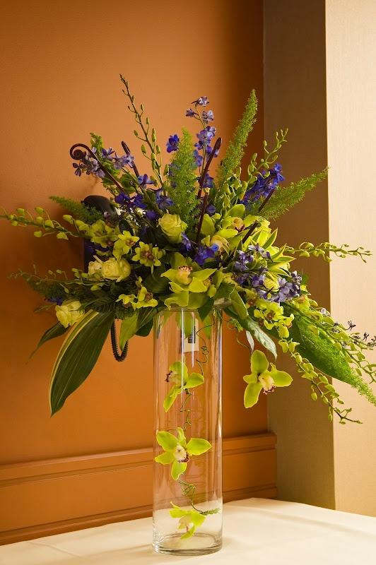 Charlotte Design: Weddings - Cocktail flowers