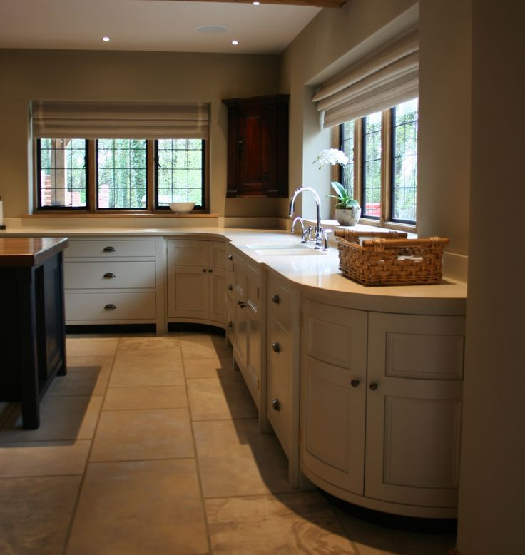 Project: Hertford | Kitchen Design: Longford | The ultimate bespoke kitchen, the classic Longford embraces the symmetry of Georgian kitchen design. | #humphreymunson #aga #bespoke #curved #kitchen #georgian #inspiration #ideas