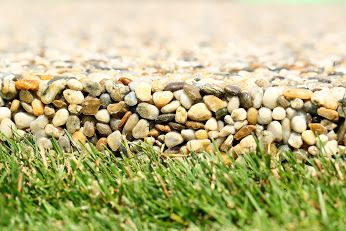 Zahradní nášlapy příjemně dotváří celkový vzhled zahrad a přitom umožňují dostat se suchou nohou do okrasných zákoutí. více na.. http://www.topstone.cz/…/vytvarime-zahradni-naslapy-z-ricni… #topstone #kamínkovýkoberec #zahrada #nášlap #snadno #zahradníchodník