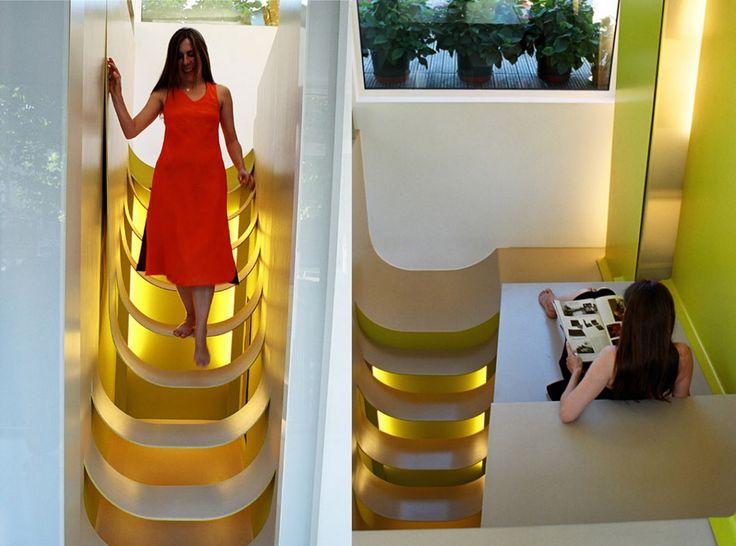 Gebogen trap tussen twee muren. Bekijk dit project op: http://www.interieurdesigner.be/blog/detail/herbestemming-oude-drukkerij-maison-nw