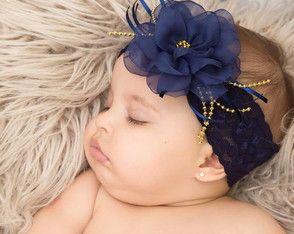 Faixa para bebe em renda.  Saiba como fazer lindas tiaras como essa acessando: http://tiaraparabebe.com.br