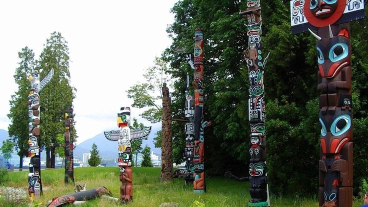 Totem Poles - Stanley Park - Vancouver - Canada